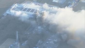 アスクル 火災 3日続く 近隣避難 トラブル 続く ロハコ キャンセル 7万平方メートル.jpg